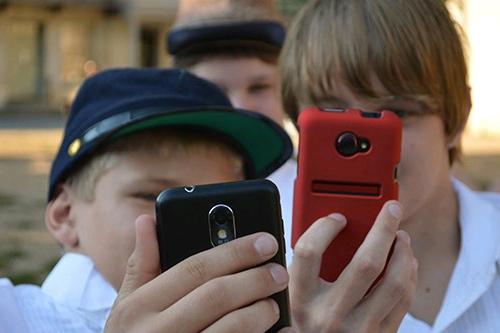 Минпросвещения и РАО дали рекомендации об использовании телефонов в школе